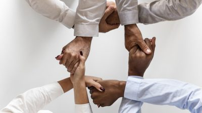 Développer la coopération par le jeu