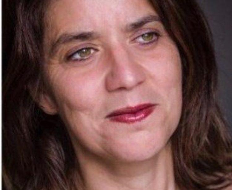 Portrait de Géraldine Dupré, en charge de la relation client à l'Académie Spinoza